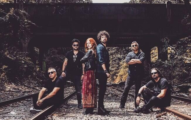Vinícius Carvalho e integrantes da banda Midnight Jack