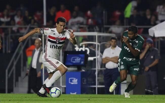 Hernanes durante a partida entre São Paulo e Palmeiras, que terminou empatada em 1 a 1