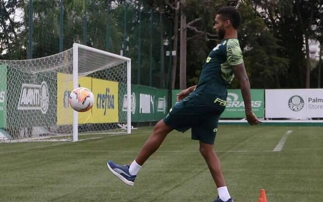 Wesley voltou a treinar com bola