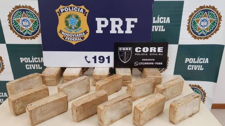 20 kg de cocaína apreendida em posse de PM