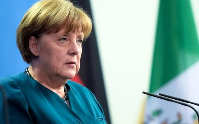 Angela Merkel conversou com Emmanuel Macron e Theresa May para tratar sobre os encontros que tiveram na Casa Branca