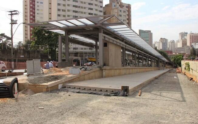 Obras do BRT vão interditar trecho da Rua Marquês de Três Rios.