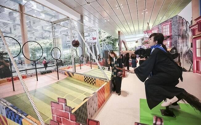 Fãs de Quadribol podem testar suas habilidades nesta atração do aeroporto de Changi