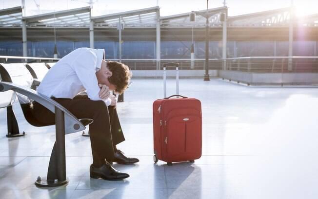 O mau tempo causa cancelamentos, atrasos e ate desvios de voos