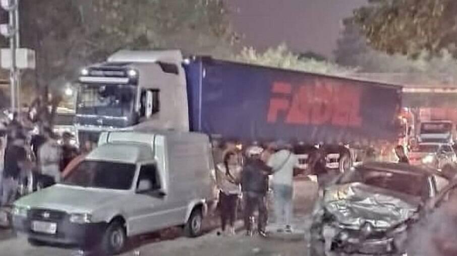 Acidente ocorreu na pista sentido Campo Grande, na Avenida Brasil, no Rio de Janeiro