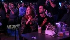 Marina Ruy Barbosa de chamego com namorado durante show
