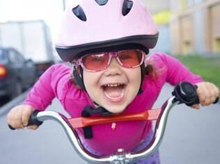 A partir dos cinco anos, um dos brinquedos ideais é a bicicleta