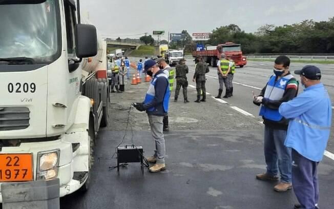 Cetesb multa 67 caminhões diesel por fumaça preta na região de Campinas