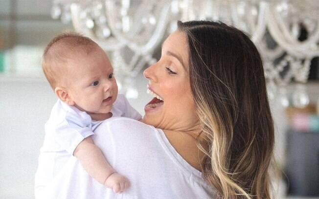 Flávia Viana conta que o filho de dois meses está internado