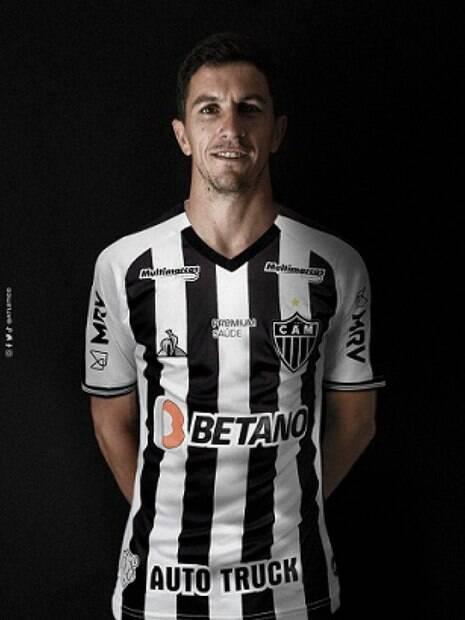 Atlético-MG anuncia a contratação do meia Nacho Fernández