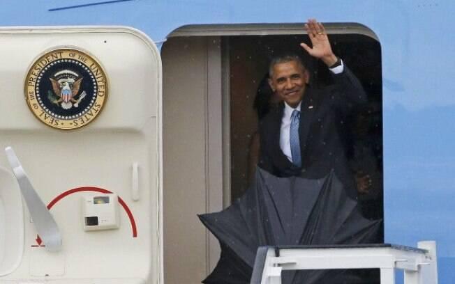 Presidente norte-americano, Barack Obama, chega ao aeroporto de Cuba em visita histórica
