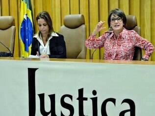 Dados. A ministra Maria Cristina Peduzzi, acompanhada de técnicos, comenta os dados do relatório