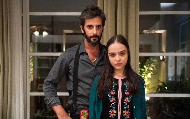 Na novela 'O Outro Lado do Paraíso' Laura relembra os traumas e descobre abuso sexual que sofreu do padrasto