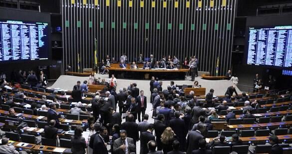 Brasil lidera índice em número de partidos; o que isso significa?