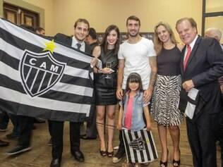 Lucas Pratto esteve presente no lançamento das novas camisas do Atlético