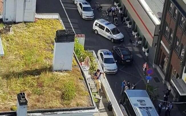Movimentação da polícia no local do ataque, ao sul de Bruxelas: Bélgica vive temor diário após atos terroristas