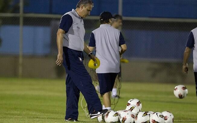 Tite comanda treino do Corinthians em  Guayaquil, Equador, antes do jogo de ida contra o  Emelec. Com Cássio, time segurou o 0 a 0