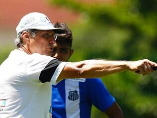 Oswaldo de Oliveira pediu para Gabriel avançar quando tivesse oportunidade