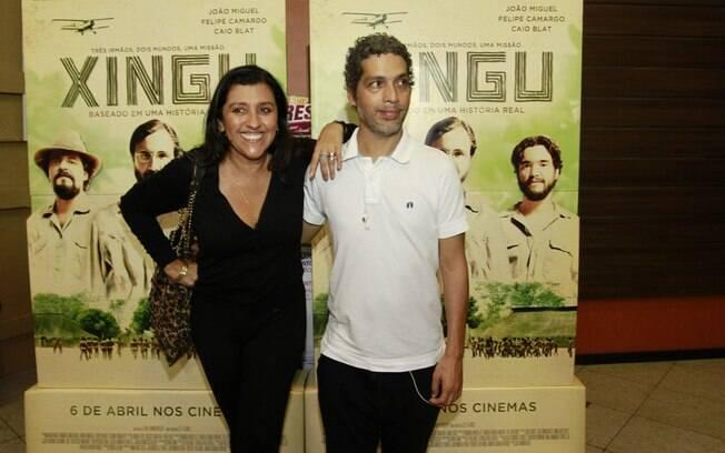 14 ANOS: Regina Casé (59 anos) e Estevão Ciavatta (45 anos). Fotos AgNews