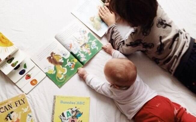 Como ensinar uma criança a ler? Explorar a imaginação e o universo fantástico podem auxiliar os pais nessa tarefa