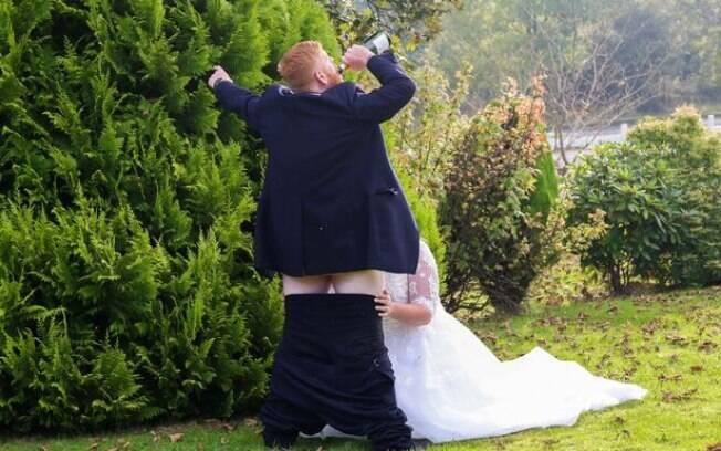 Gareth e Toni se casaram em outubro e decidiram ir além em uma foto de casamento do ensaio tradicional