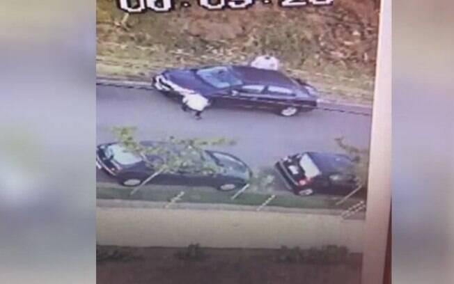 Câmera de segurança flagra furto de carro em Campinas