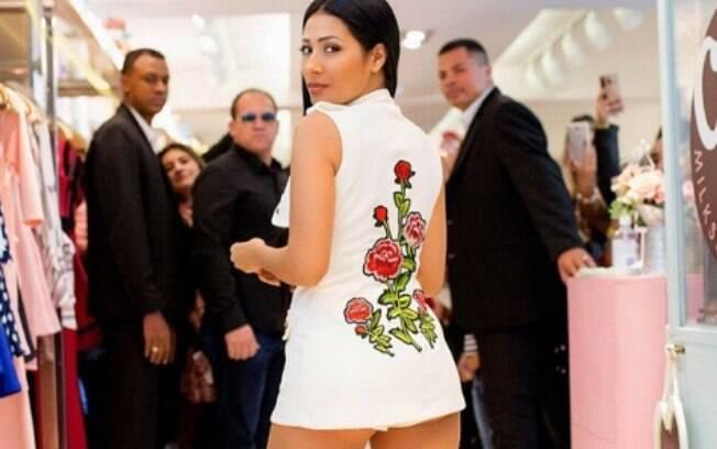 A cantora Simaria construiu um reinado em sua carreira e se tornou a rainha da internet