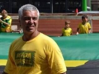 Autor do pedido, Major Olimpio faz protesto pelo impeachment de Dilma, em 12 de abril