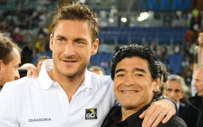 Para Diego Maradona, Francesco Totti deveria jogar 'até os 50 anos de idade'