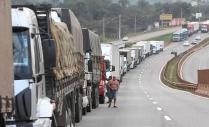 Caminhoneiros mantêm greve, mas sem fechar estradas
