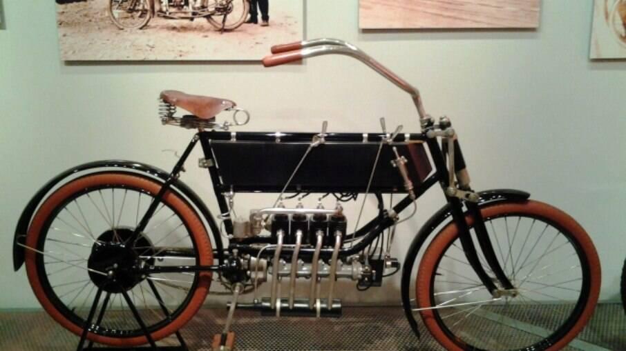 FN 1904, quatro cilindros em linha sem câmbio e sem embreagem