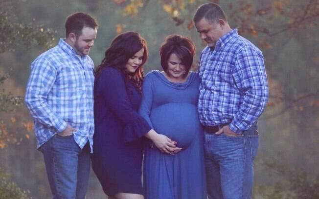 Impossibilitada de gestar o próprio filho, Kayla Jones optou que sua sogra, Patty Resecker, servisse de barriga de aluguel