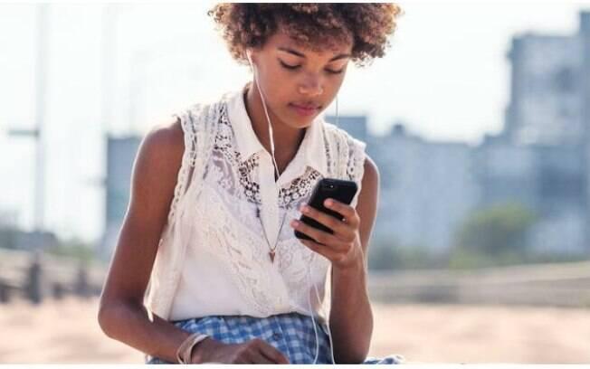Simulação de níveis de brilho dos novos smartphones pode causar dores de cabeça, alerta oftalmologista