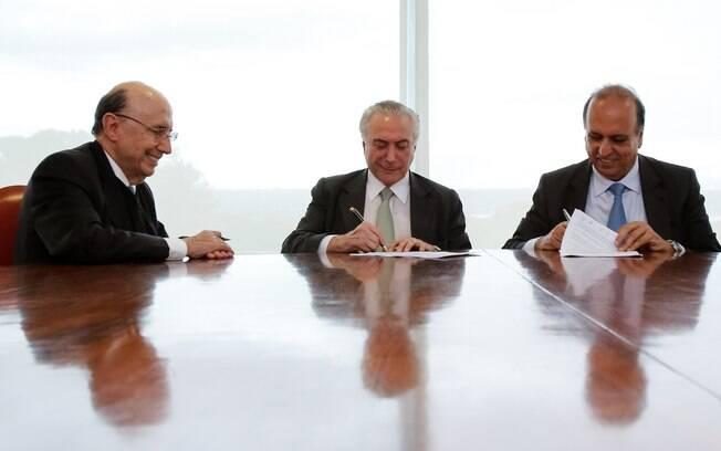 Contrato de empréstimo para o Rio de Janeiro foi assinado por Meirelles, Temer e Pezão no Palácio do Planalto