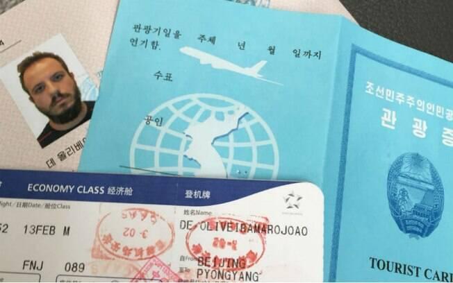 O visto, o cartão de turista e a passagem de avião de João, que foi fazer turismo na Coreia do Norte em fevereiro