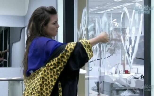 Kamilla limpou o desenho de Fernanda