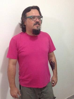 Augusto César Dias de Araújo, de 40 anos, é professor universitário e diz que tratar de sua sexualidade de forma natural ajuda os alunos a lidarem melhor com a diversidade