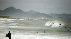 Marinha alerta para ventos de 75 Km/h e ondas de 5m