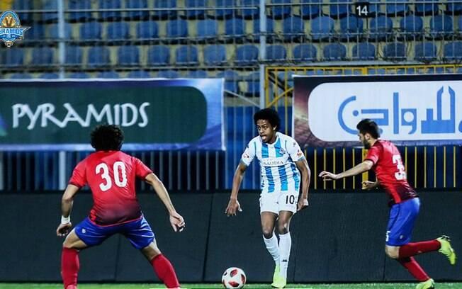 Keno jogou bem e deu passe para gol da vitória do Pyramids em clássico contra Al Ahly