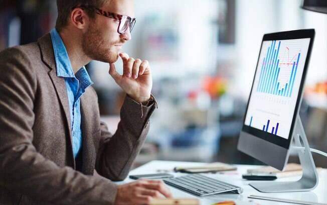 Para especialista, algumas atitudes podem ser essenciais para se manter no mercado de trabalho