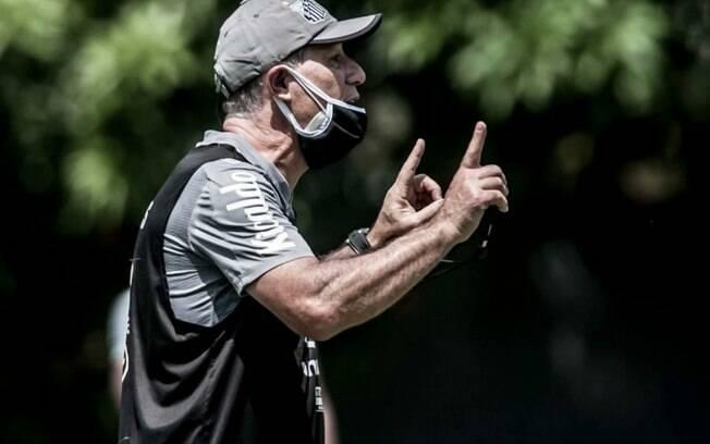 Técnico santista, Ariel Holan deve promover mudanças no time