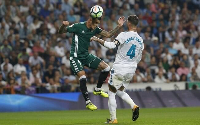 O Betis estragou a festa do Real Madrid, que tentava ultrapassar marca histórica do Santos de Pelé