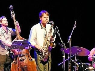 """Show. Bernardo Fabris e banda apresentam canções autorais e arranjos do álbum """"Quinteto"""", hoje"""