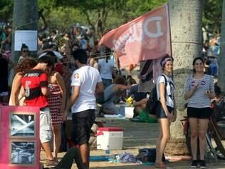 RJ - ELEIÇÕES/ATO/DILMA - POLÍTICA - Partidários do PT fazem ato pró Dilma, nas proximidades do MAM, no Aterro do Flamengo, no centro do Rio de Janeiro. 19/10/2014 - Foto: MARCOS DE PAULA/ESTADÃO CONTEÚDO