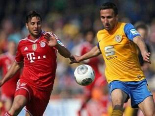 Com gols de Claudio Pizarro e Mario Mandzukic no segundo tempo, campeão Bayern venceu Eintracht Braunschweig