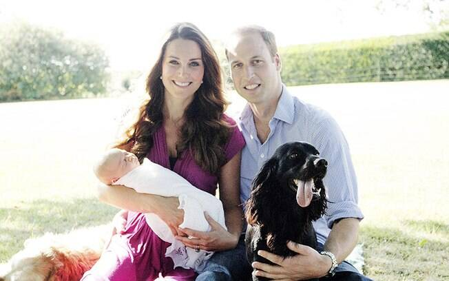 Kate Middleton, Príncipe William e Príncipe George entre os cachorros da família, Lupo e Tilly