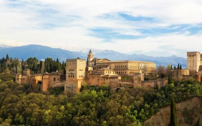 Diferentemente dos outros castelos na Europa, na Espanha, os monumentos têm influência árabe