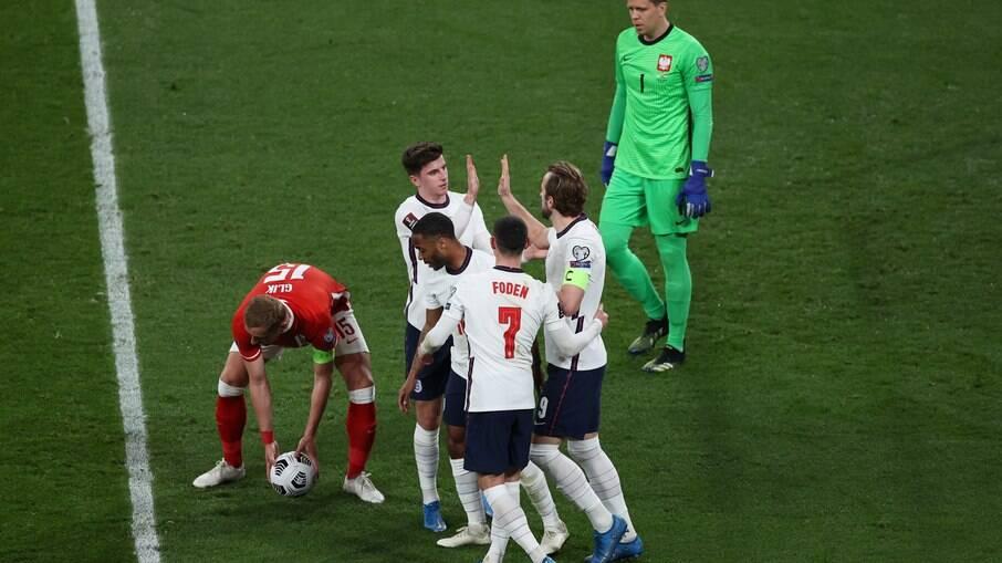Inglaterra marca no fim e vence a Polônia pelas Eliminatórias