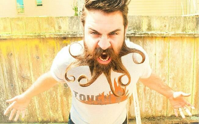 Webb deixou a barba crescer por incentivo da esposa. Agora ele alimenta suas redes sociais com fotos assim