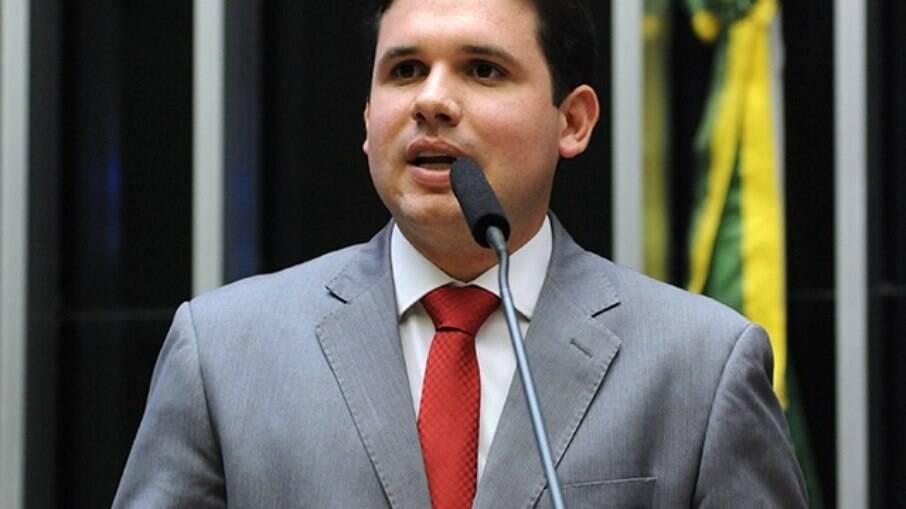 Deputado Hugo Motta (Republicanos-PB) entregou texto sobre precatórios nesta quinta-feira (07)
